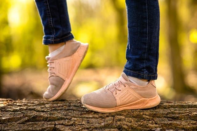 Les baskets et sneakers, l'incontournable de la mode urbaine chic 1